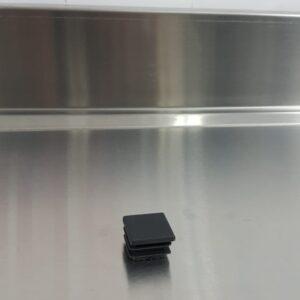 פקק לחיצה פלסטיק שחור לפרופיל 20